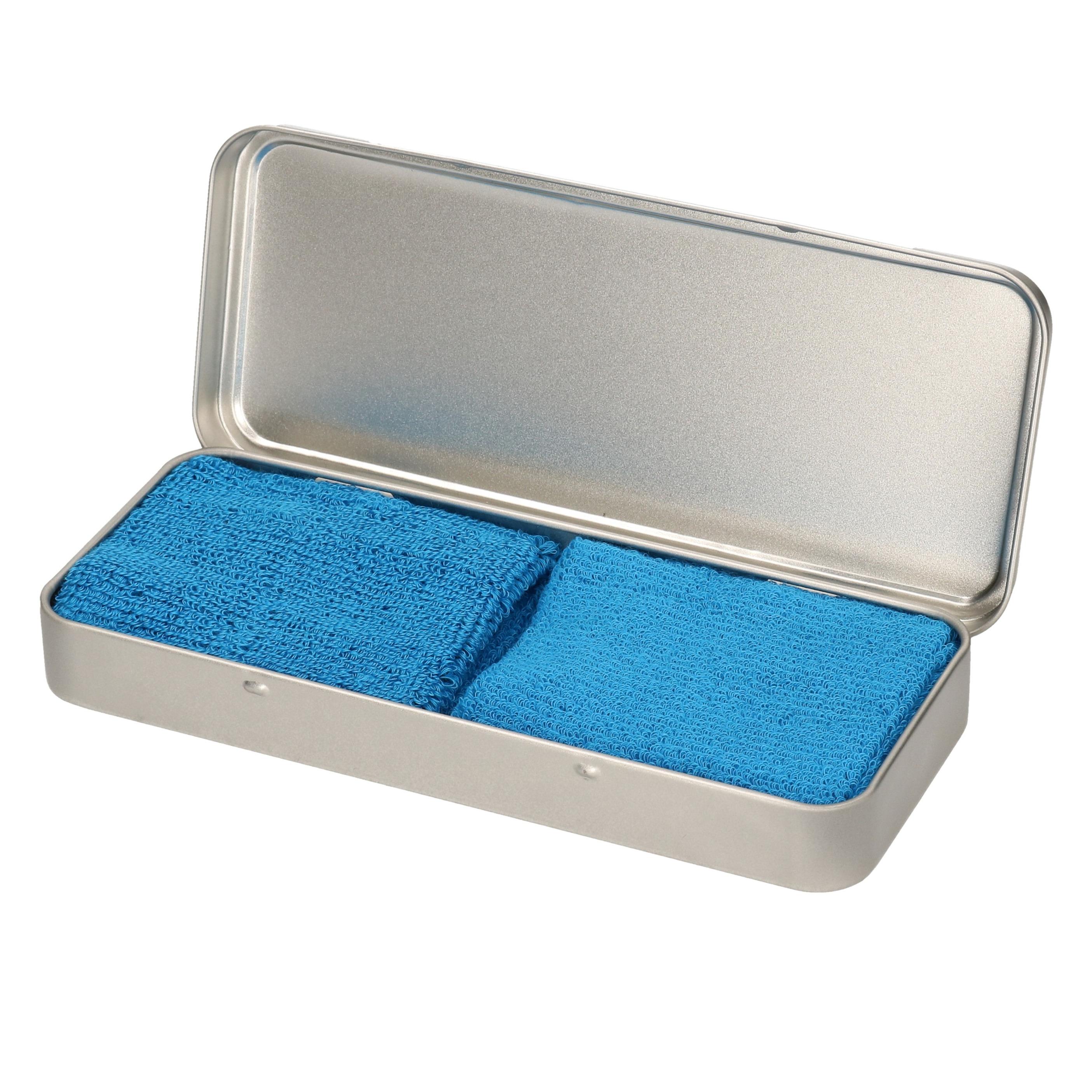 2x stuks aqua blauwe sport zweetbandjes in metalen opslag bewaar doosje